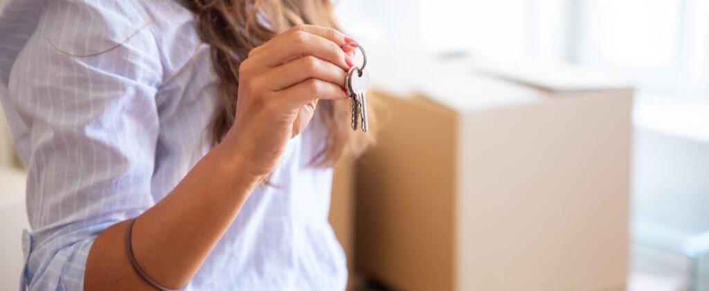 ¿Es mejor comprar una casa o un piso?